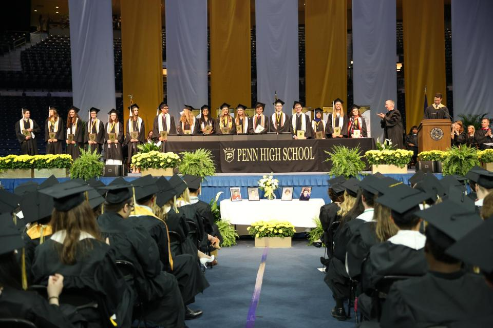 All 17 valedictorians recognized during Commencement May 25, 2018